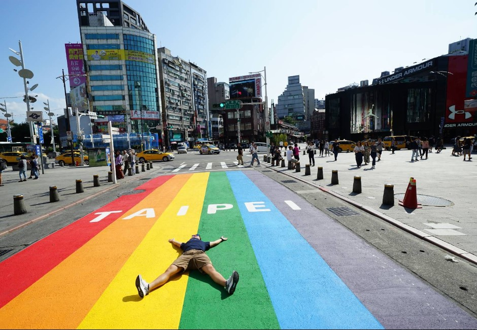 台北同志友善城市!西門町13公尺「彩虹大道」 讓世界看見台灣