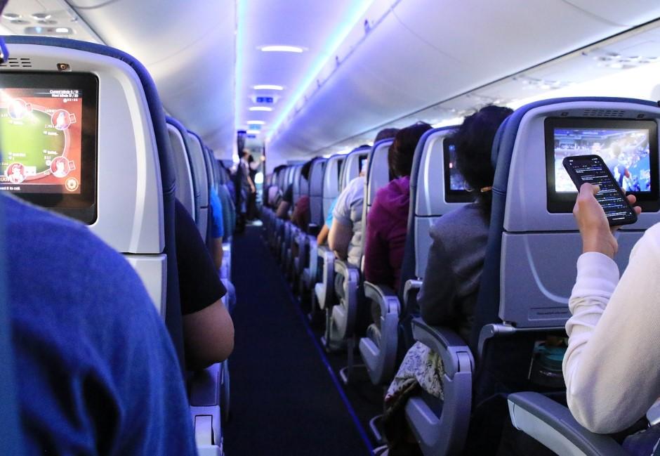 都是「乘客習慣」造成的! 已有3家航空公司撤下機上座前螢幕