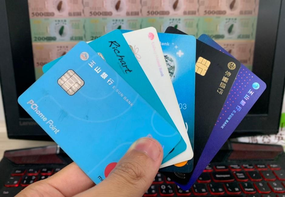 三倍券刷信用卡「加碼回饋」整理!看懂刷哪張卡最划算